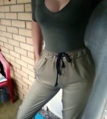 Maslinaste suskave pantalone XS