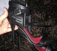 Nove stikle cipele na stiklu