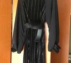 Crna plisana haljina