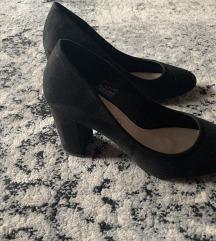 Cipele na deblju stiklu