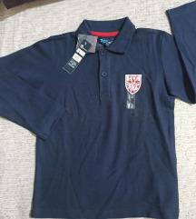 Dve majice sa etiketom 110 5 godina