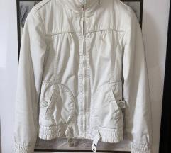 Bershka jaknica za prolece/jesen