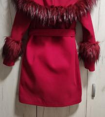 Crveni elegantan kaput
