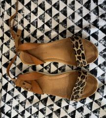 Labrador kozne sandale