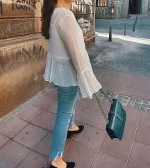 Prelepa bela bluza