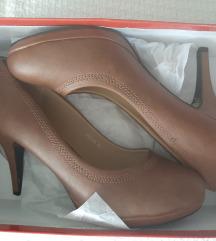 Nove nenosene braon cipele