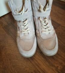 Bershka kozne cipele br.40