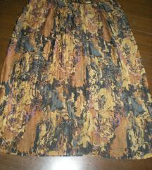 Velika suknja na falte