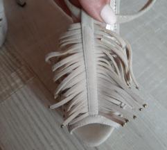 Sandale na stiklu sa resama