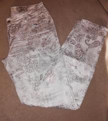 Zanimljiv print-pantalone 😍