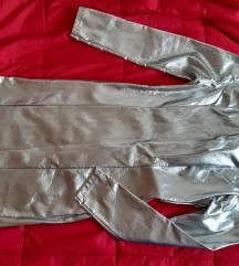 Srebrna metalik haljina