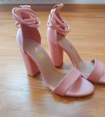 Nove sandale na stiklu 2000din