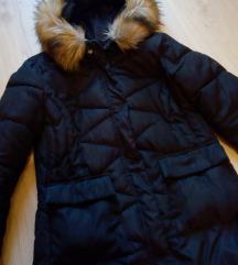 Crna zimska jakna sa bogatim krznom