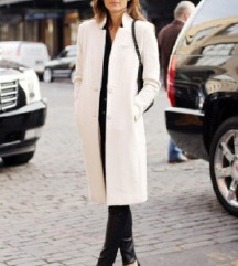 Esprit predivan beli kaputić