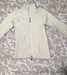 Beli džemper od vunice