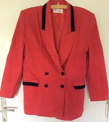 Crveni sako sa somotskim detaljima