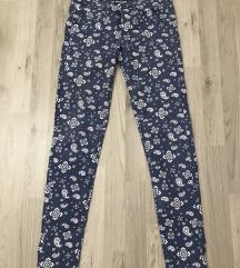 Terranova plave pantalone sa printom
