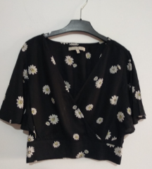 C&A crna majica bluza sa cveticima vel. 38