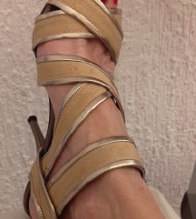atraktivne sandale zlatno bez