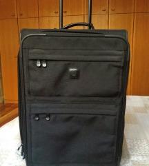 Nov kofer,nov, Carlton POVOLJNO