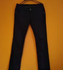 NOVO crne pantalone br 29