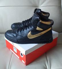 Nike crno zlatne duboke patike NOVO!