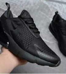 Crne Nike 270, na akciji