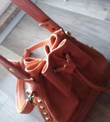 Narandzasta torba sa zlatnim nitnama