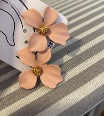 Zanimljive cvetne mindjuse