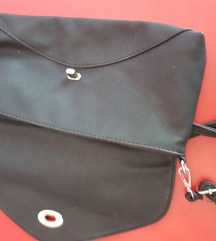 Nova torbica sa etiketom