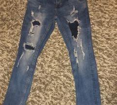 pantalone teksas moderne kao nove