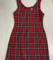 Karirana crvena haljina