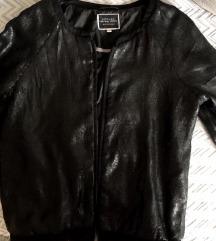 Crna jakna bershka