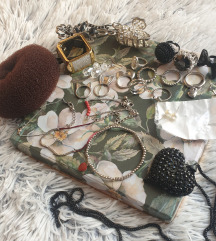 NOV Set nakita 24 komada(prstenje,narukvice itd)