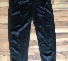 Satenske crne pantalone za izlazak