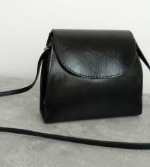 Novo! Vintage crna cvrsta torbica