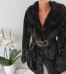 Crna jakna sa krznom i pojasom vel XL