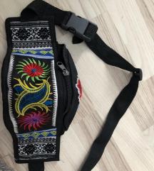Nova torbica, oko struka