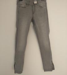 Skinny jeans u sivoj boji br 27