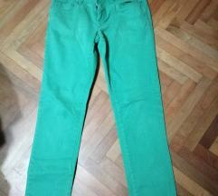 Pantalone u mint boji