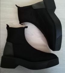 Zara čizmice čarape