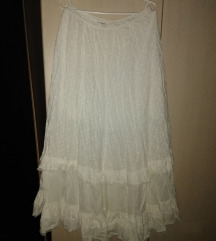 Duga bela suknja kao heklana
