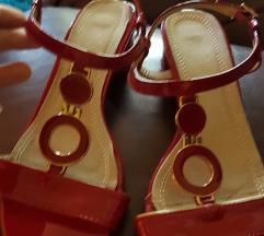 Sandale crvene sa zlatnim detaljima 38