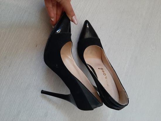 Sandale plis lakirane