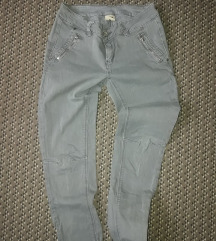 H&M maslinasto zelene pantalone