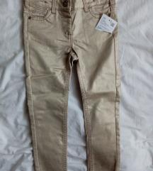 Nove pantalone sa etiketom