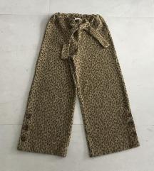 Zara pantalone 128-Kao nove!