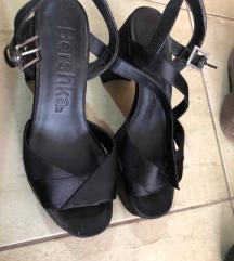 Bershka prelepe crne sandale na stiklu 37