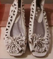 Bele sandale,velicina 38