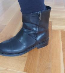 Crne kozne cizme 37